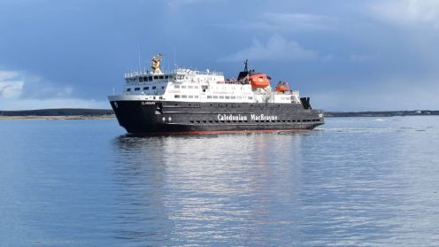 The Clansman beginning to turn to enable her to berth at Tiree