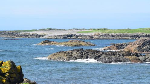 A rocky interlude between two stunning beautiful beaches