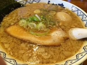 《しゃかりき 川口店》埼玉県川口市を通る時には必ず寄りたい、背脂たっぷりラーメン
