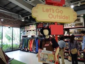 『モリパーク アウトドアヴィレッジ』キャンプ初心者に優しいお店が14店舗も揃ってます!スノーピークのカフェもあるよ!