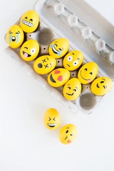 DIY-Emoji-Easter-Eggs4-600x900 (1)