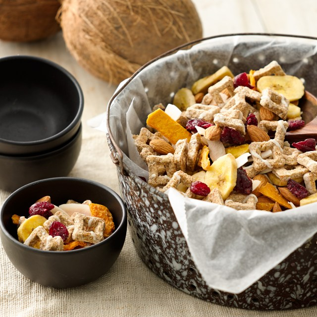NV-Tropical-Oat-Bites-Snack-Mix