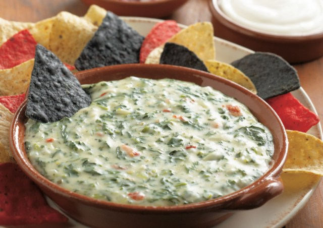 cheesy-spinach-dip-770x628