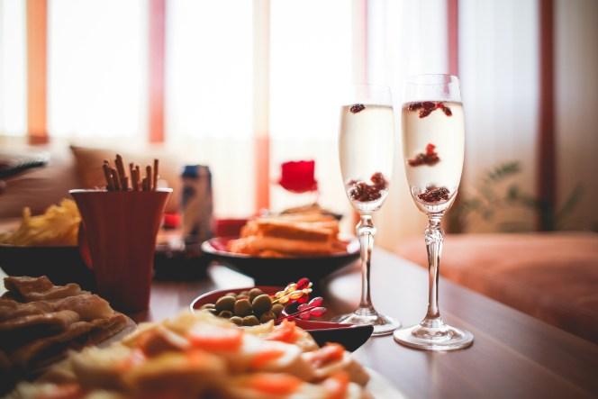 party-at-home-dancing-cranberries-picjumbo-com