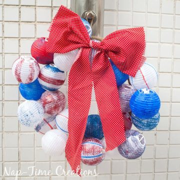 ed-white-and-blue-ball-wreath