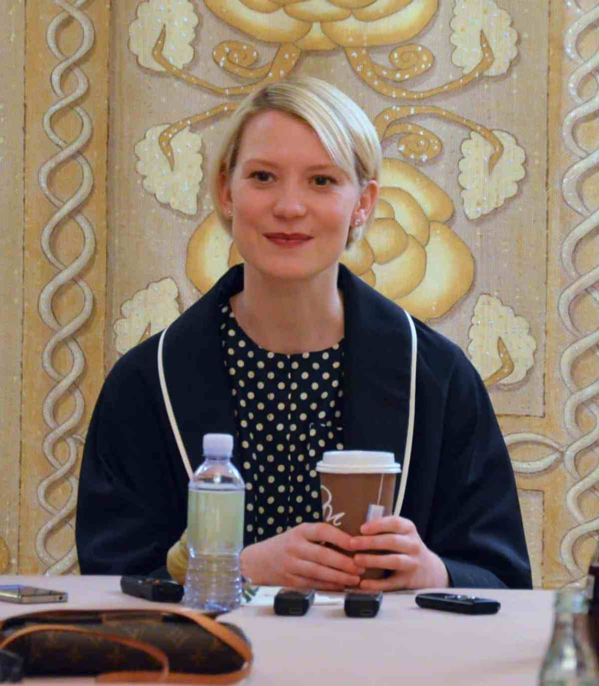 Photo of Mia Wasikowska from Alice Through the Looking Glass Interview