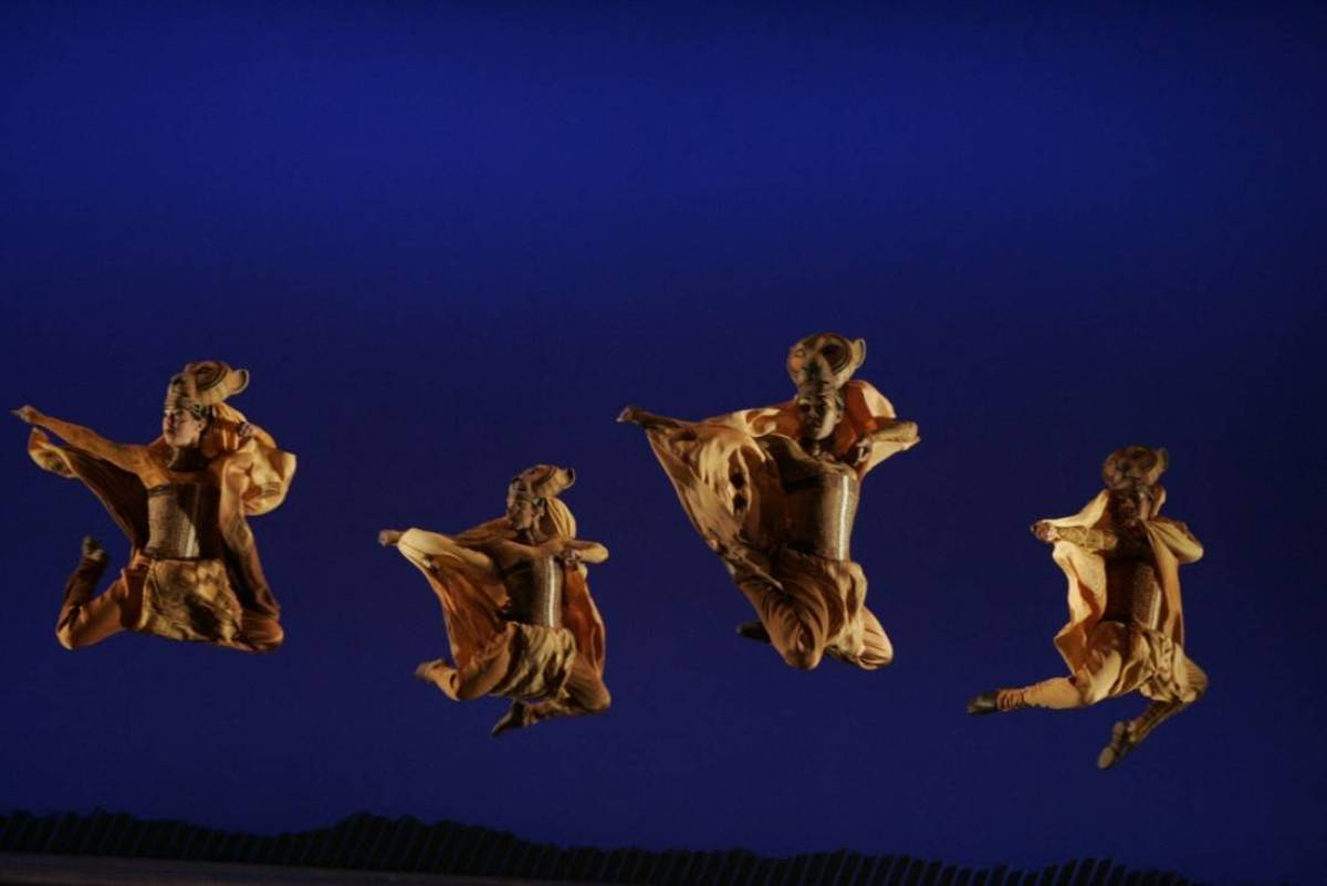 13 Lioness Hunt. ©Disney. Photo by Joan Marcus