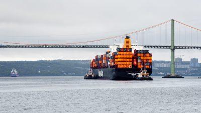 Halifax,,Canada,-,June,15,,2013:,Dusseldorf,Express,Container,Ship