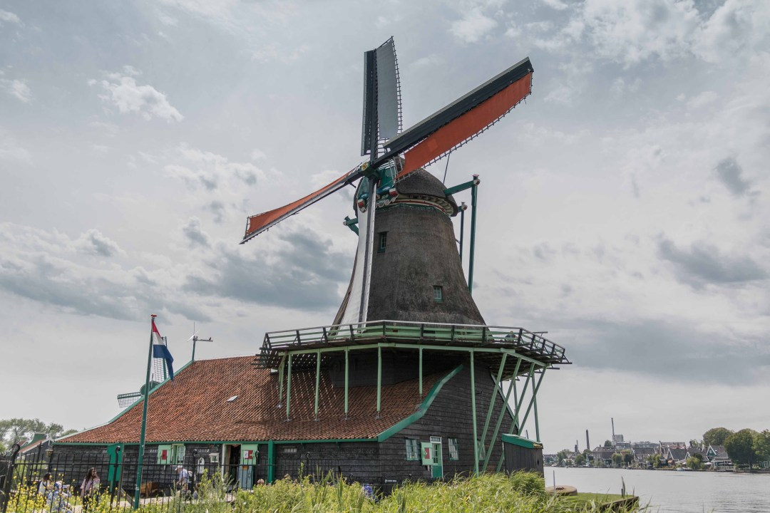 The historic 1610 De Zoeker windmill. View a collection of windmills and learn about Dutch history at Zaanse Schans in the beautiful countryside of Holland, near Amsterdam.
