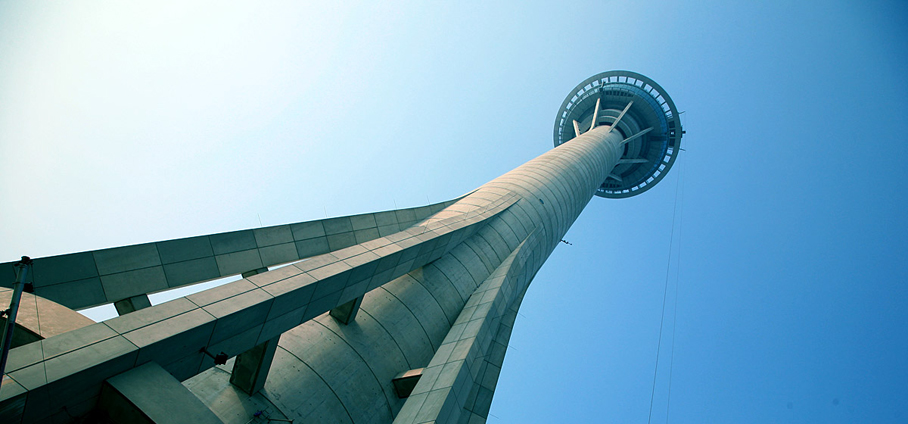 Highest bungy jump in the world, Macau Tower. Photo Credit: Wendy Nordvik-Carr©