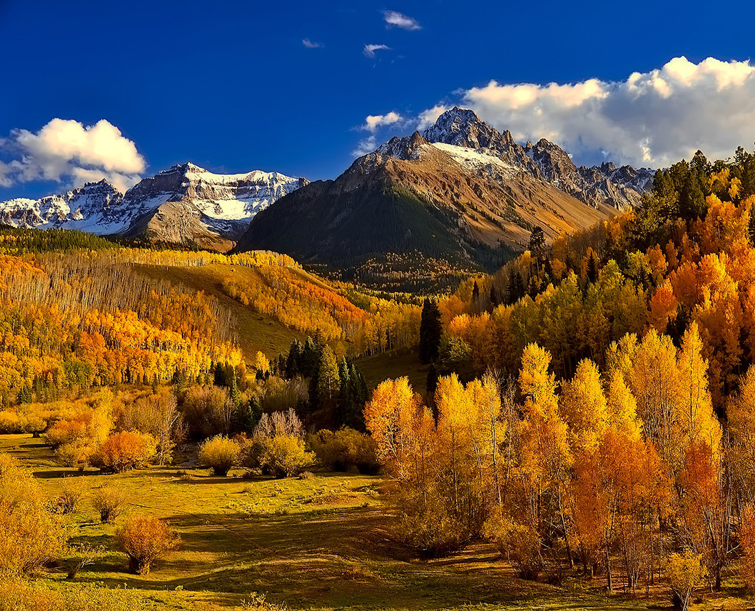 Discover fall colours in the Colorado Rockies