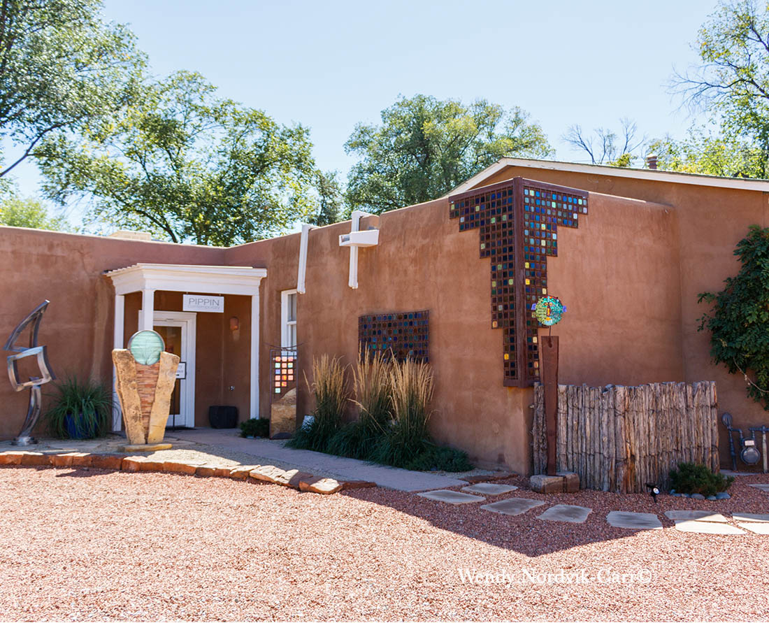 Explore the many art galleries on Canyon Road in Santa Fe, New Mexico. Photo: Wendy Nordvik-Carr©