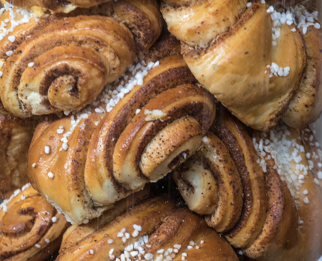 Traditional Foods of Finland. Delicious cakes, pastries and baked goods in the markets of Helsinki. Helsinki is part of the designated UNESCO Creative Cities Network. Here are the top things to do in Helsink Finland a City of Design. Photo Credit: Wendy Nordvik-Carr©