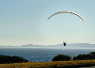 Scenic Drive Victoria - Paraglider - Photo Credit: Destination Greater Victoria©