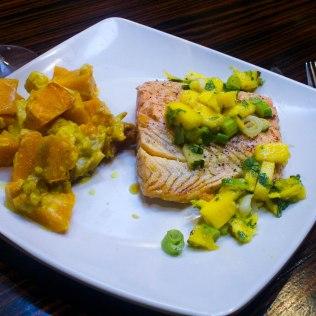 Saumon à la mangue et courges sautés