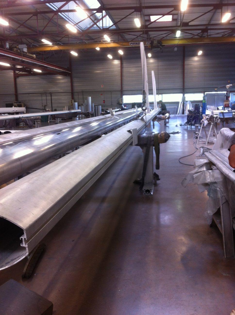 La fabrication du mât dans l'atelier Maréchal, France