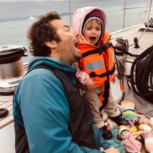 Christophe et Jade sur le voilier LifeSong