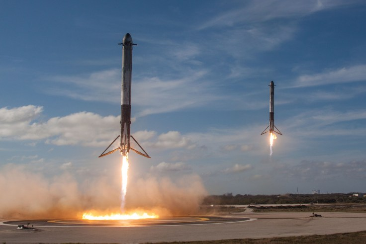 Falcon-Heavy-side-core-synchronized-landings.jpg
