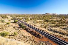 Il Ghan, Australia (Un viaggio con diverse prospettive con paesaggi estremi e insoliti. Dalle lussureggianti colline verdi di Adelaide al selvaggio Outback, dal Red Centre di Alice Springs a Darwin e dai siti aborigeni ai ritmi lenti della città di Darwin)