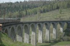 Transiberiana, Mosca - Mongolia - Cina (La linea ferroviaria per chi ama i viaggi all'avventura e fuori dal comune oltre ad essere la più lunga del mondo con i suoi 9000 chilometri. Parte da Mosca e raggiunge Pechino o Vladivostok sul Mar del Giappone)