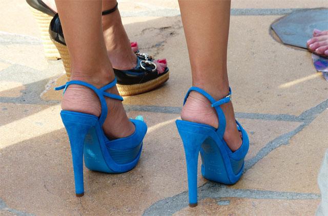 blaue-schuhe-dame