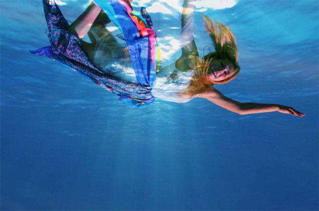 unterwasser-foto-frau