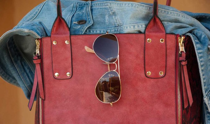 Strandtasche Sonnenbrille Jeansjacke