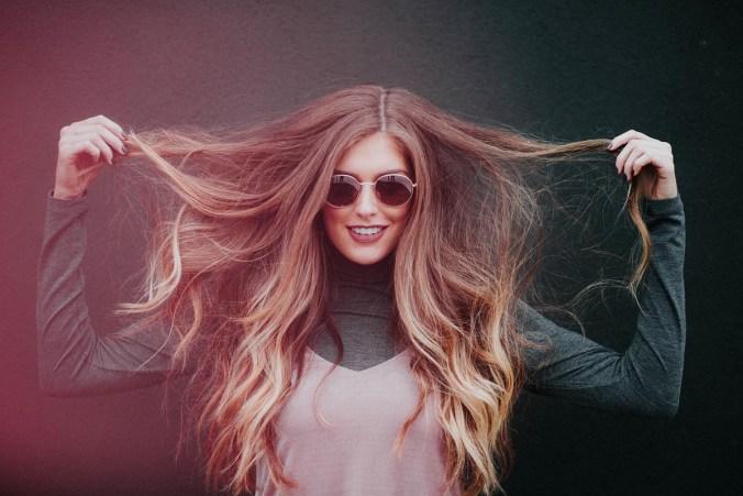 Sonnenbrille Blondine Haare Lang