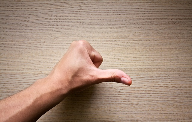 ばね指になってしまう原因と自分で治す方法&予防法