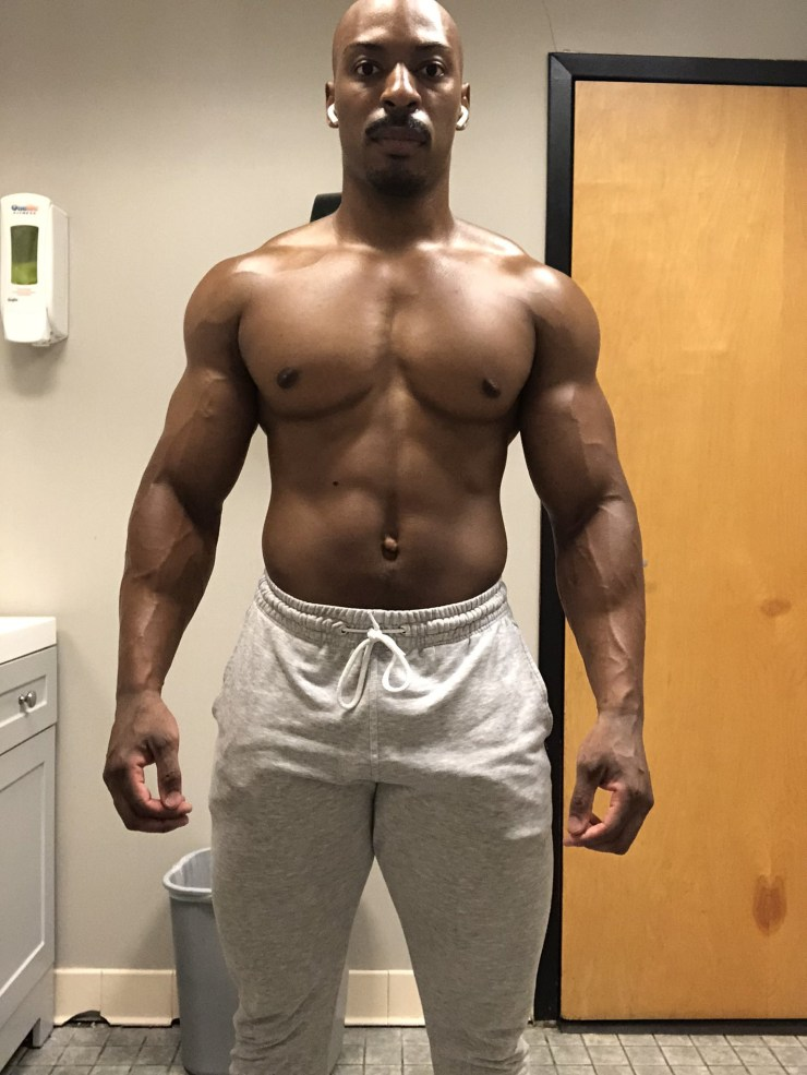 Man shows off amazing transformation after 10 months of working out