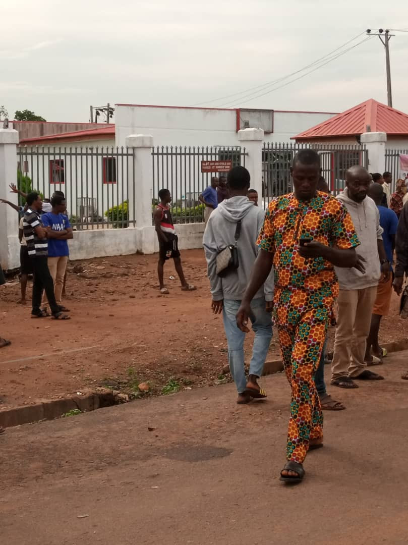 Policeman and two others killed as robbers attack bank in Ondo state