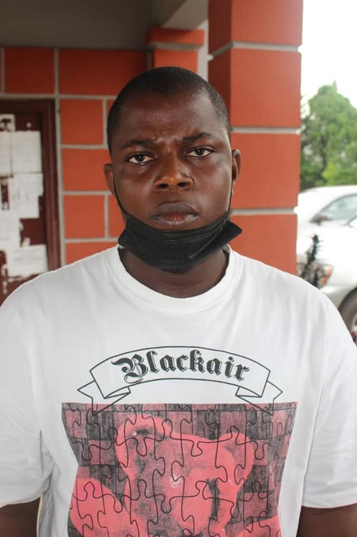 Two internet fraudsters jailed for two years (photos)
