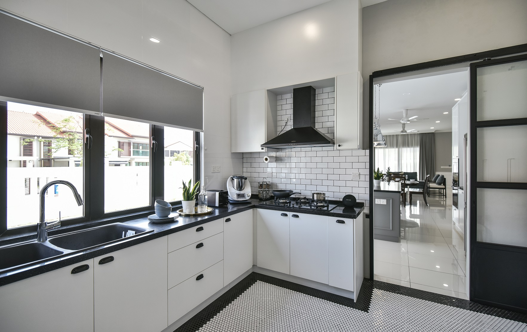 5 things an interior designer would never do in a small ... on Kitchen Renovation Ideas  id=93763