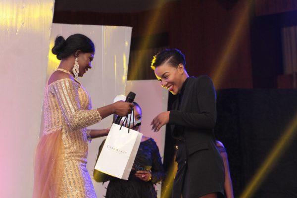 Susan Peters presents award to Lola OJ