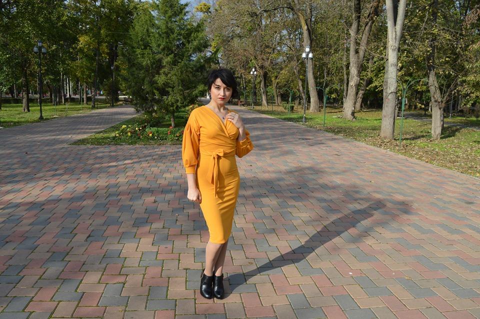rochie galbenă Femme Luxe