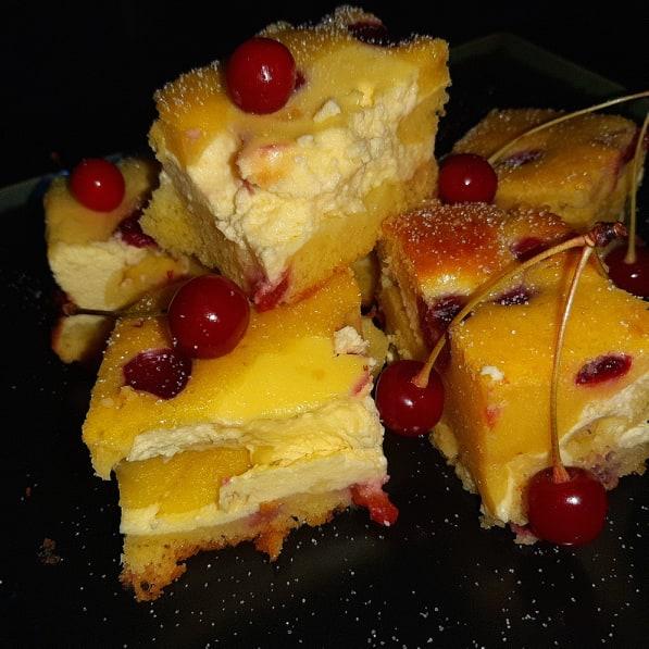 Prăjitură cu brânză și vișine