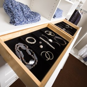 Lifestyle-Closets-Closet-Accessories-Detail2