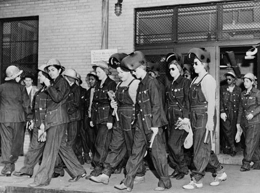 women-welders-on-the-way-to-their-job-at-the-todd-erie-basin-drydock-wwii-c-19431