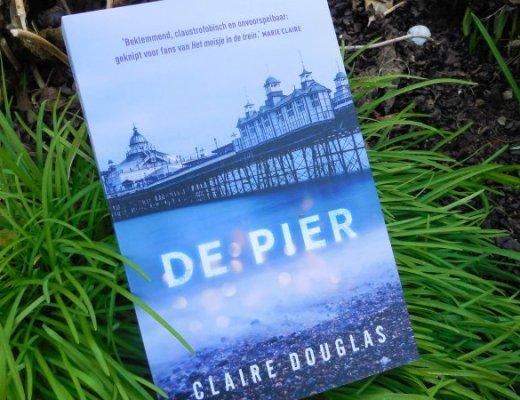 De pier Claire Douglas