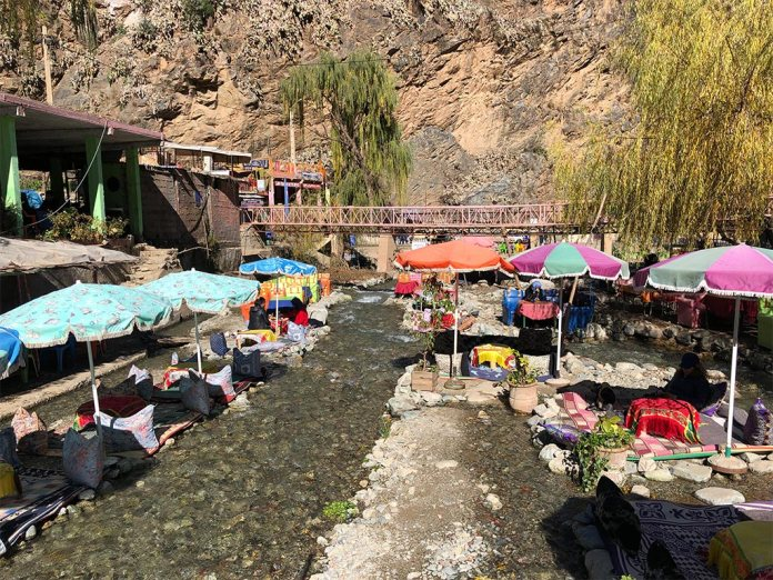 Ourika Fluss mit Restaurants