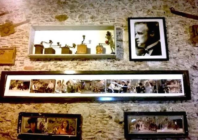 """Interni del Bar Vitelli, Savoca. Alcune scene tratte dal film """"Il Padrino"""""""