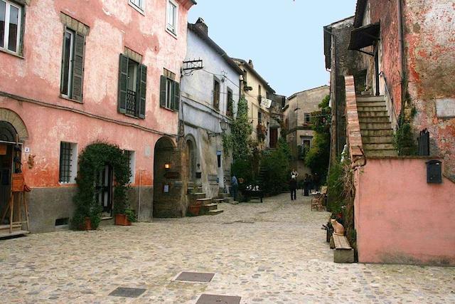 Calcata, foto: http://www.comune.calcata.vt.it/