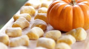 Gnocchi di zucca: croccanti con fonduta di Asiago
