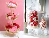 Vasi, urne, alzatine possono diventare contenitori perfetti per caramelle dolcissime.