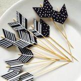 Stuzzicadenti come frecce di Cupido? Scegliete la carta colorata che più vi piace e ritagliate delle piccole frecce.