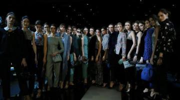 """MFW 2015: la """"nuova classicità"""" di Giorgio Armani chiude la Milano Fashion Week"""
