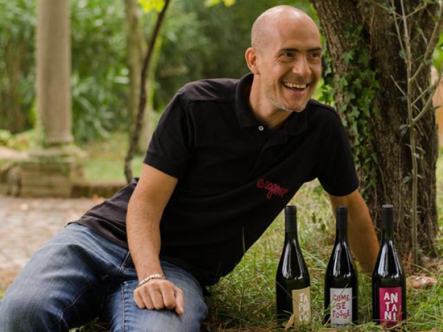 Gian Marco Tognazzi con i vini La Tognazza Amata