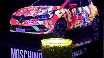 Renault Clio: sfila alla Milano Fashion Week vestita Moschino
