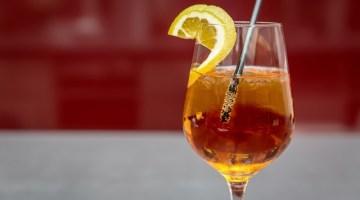 Aperitivi al vino bianco: quattro ricette fresche per l'estate