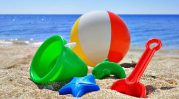 Giochi da fare in spiaggia con i bambini: 5 idee vintage in attesa del bagno